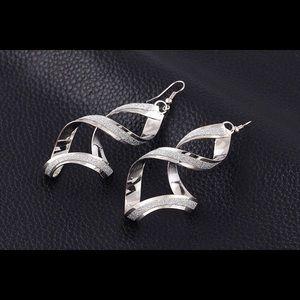 Jewelry - NWT Rotating Drop Earrings in Silver